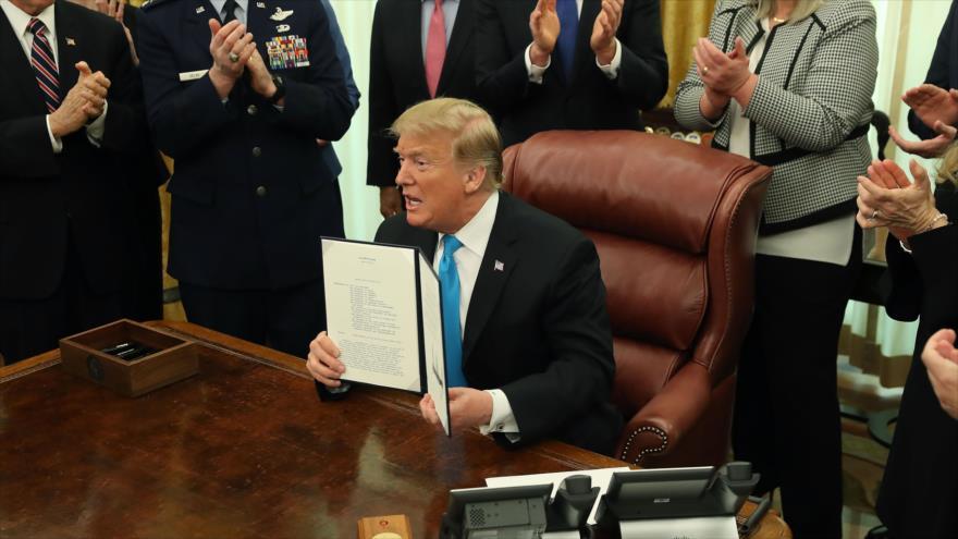 Trump firma directiva para crear la Fuerza Espacial de EEUU