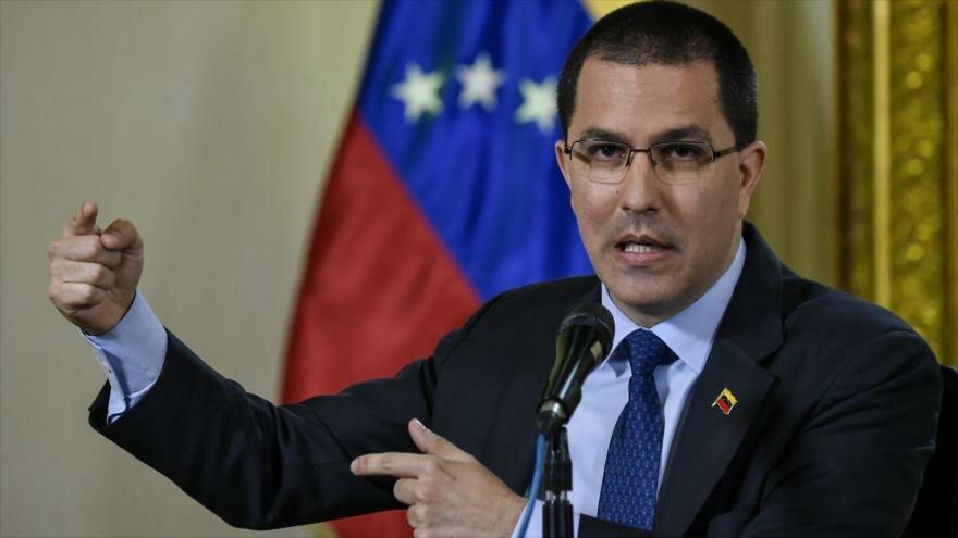 El canciller de Venezuela, Jorge Alberto Arreaza, habla en una conferencia de prensa, Caracas, 28 de enero de 2019. (Foto: AFP)
