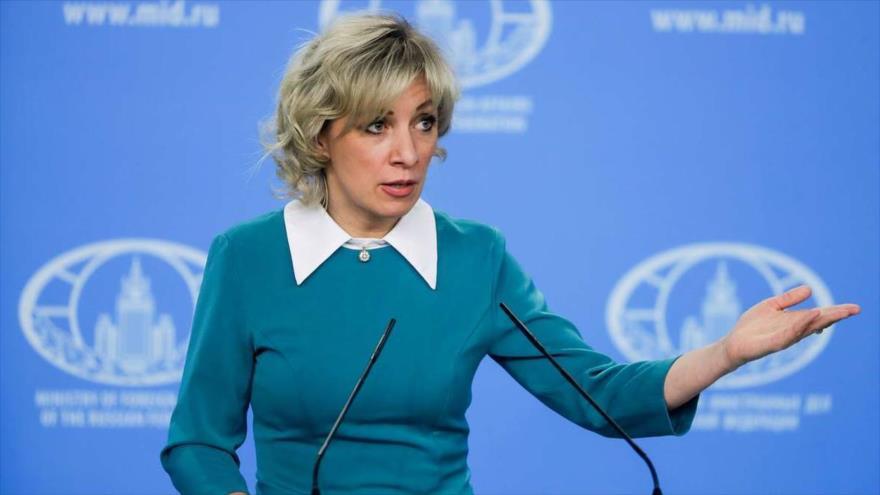 La portavoz del Ministerio de Relaciones Exteriores de Rusia, María Zajarova, habla ante la prensa.