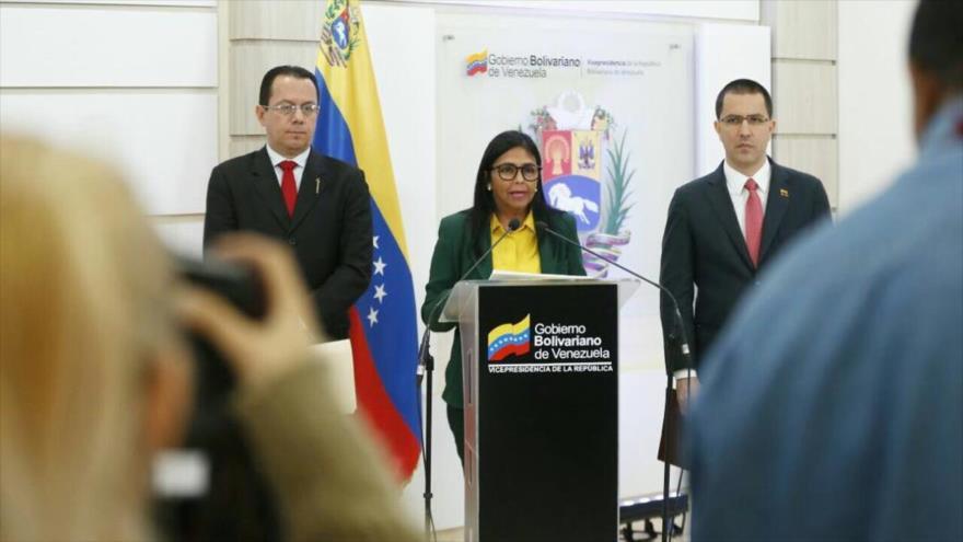 La vicepresidenta de Venezuela, Delcy Rodríguez, comparece ante la prensa en Caracas, la capital, 21 de febrero de 2019.