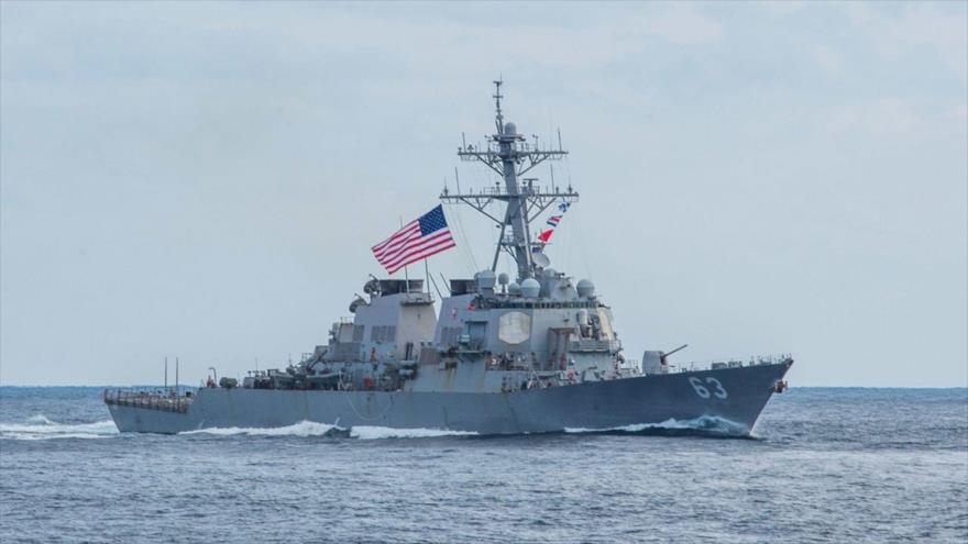 El destructor de misiles guiados USS Stethem (DDG 63) durante un ejercicio en el Pacífico occidental, febrero de 2019.