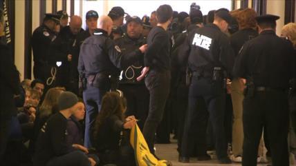 Policía arresta a 40 manifestantes en el edifico del Senado de EEUU