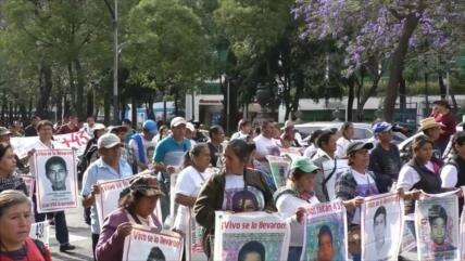 Familias de 43 desaparecidos esperan respuestas del Gobierno