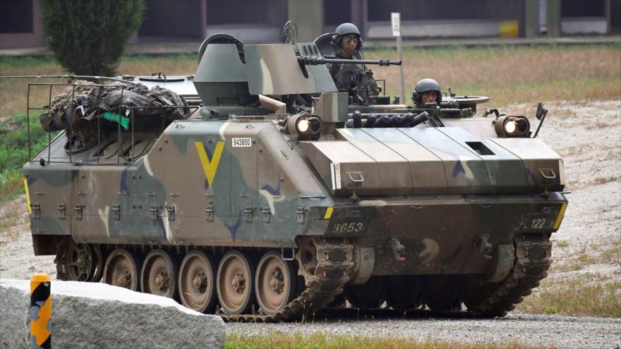 Un vehículo blindado de Corea del Sur durante una maniobra militar conjunta con EE.UU. en Pocheon, al noreste de Seúl. (Foto: AFP)