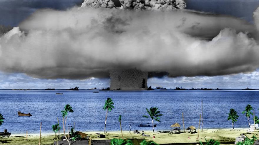 """La explosión """"Baker"""", parte de una prueba nuclear de EE.UU. en el Atolón Bikini, en las Islas Marshal, la región de Micronesia, 25 de julio de 1946."""