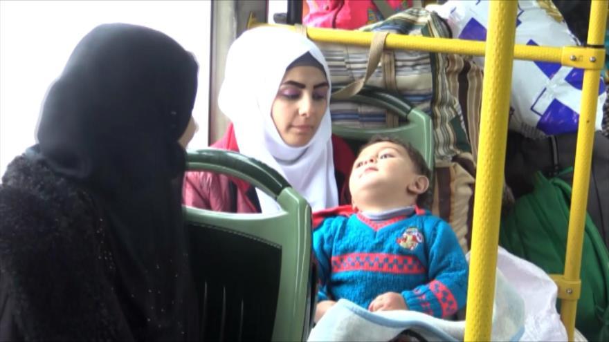 Centenares de refugiados sirios vuelven a su patria