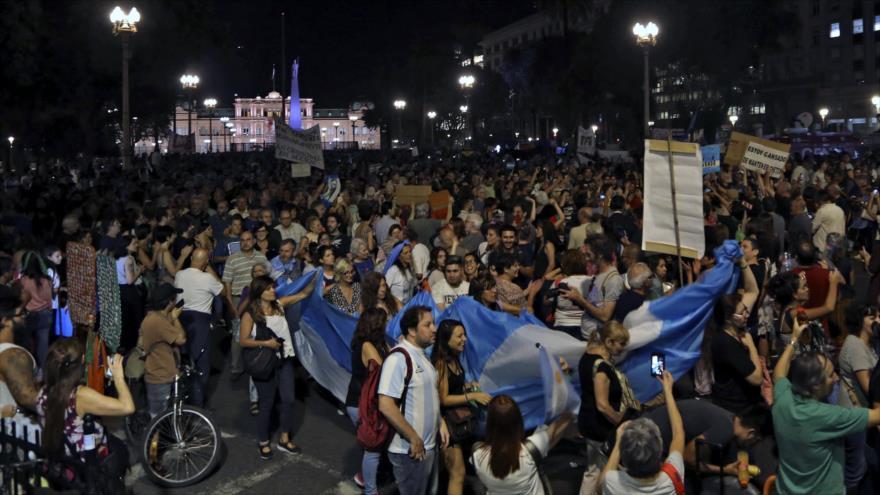 Argentinos repudian ajustes tras polémico discurso de Macri