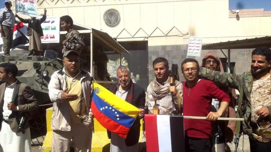 Yemeníes protestan contra injerencias de EEUU en Venezuela