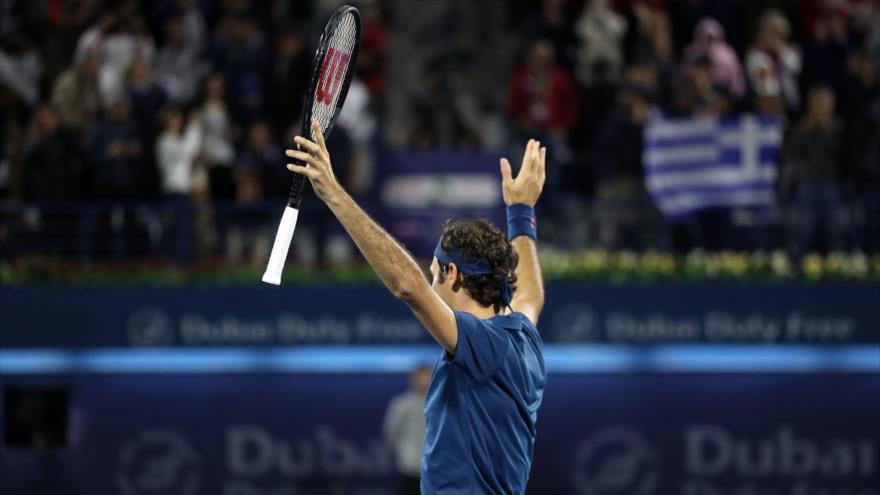 El tenista suizo Roger Federer celebra su victoria en la final del Torneo de Dubái (Emiratos Árabes Unidos), 2 de marzo de 2019. (Foto: AFP)