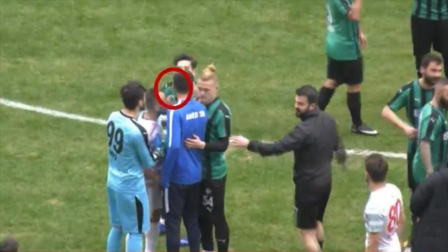 Vídeo: Futbolista turco agrede a sus rivales con una cuchilla | HISPANTV