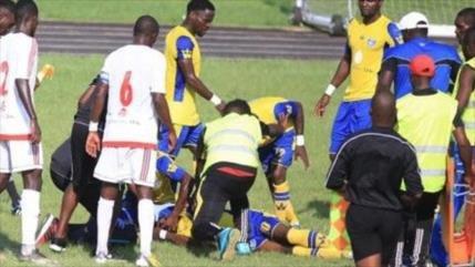 Vídeo: Muere un futbolista africano en pleno partido