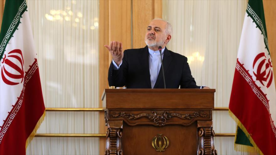 El ministro de Asuntos Exteriores de Irán, Mohamad Yavad Zarif, ofrece una rueda de prensa en Teherán, 13 de febrero de 2019. (Foto: AFP)