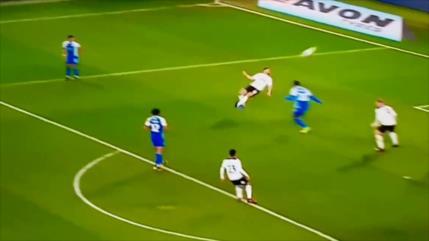 Vídeo: futbolista marca un magnífico gol desde un ángulo imposible