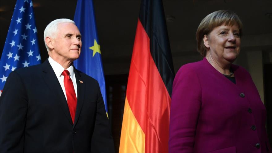 La canciller alemana, Angela Merkel, y el vicepresidente de EE.UU., Mike Pence, en Conferencia de Seguridad de Múnich, 16 de febrero de 2019. (Foto: AFP)