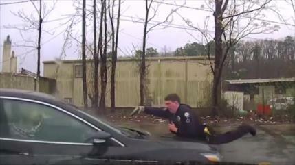 Vídeo: Policía de EEUU mata a un conductor con 15 disparos