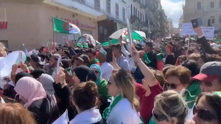 En Argelia protestan contra el quinto mandato del presidente
