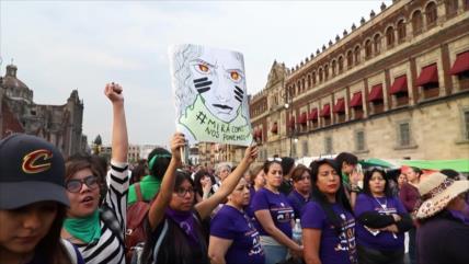 Mujeres mexicanas marchan contra violencia y por igualdad