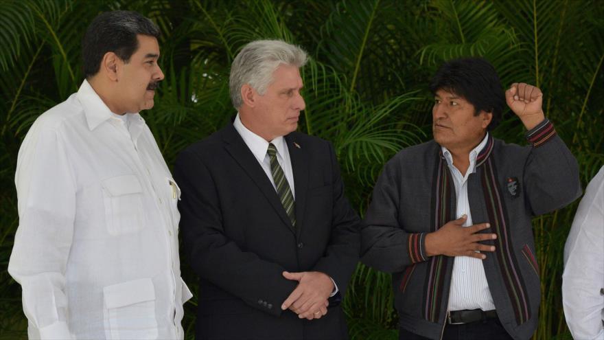 De dcha. a izda.: presidentes de Bolivia, Cuba y Venezuela, Evo Morales, Miguel Díaz-Canel y Nicolás Maduro, respectivamente, 14 diciembre 2018. (Foto: AFP)