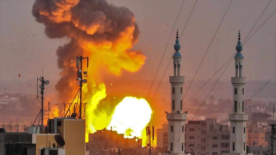 Explosión provocada por un ataque aéreo israelí en el sur de Gaza, 20 de julio de 2018. (Foto: AFP)