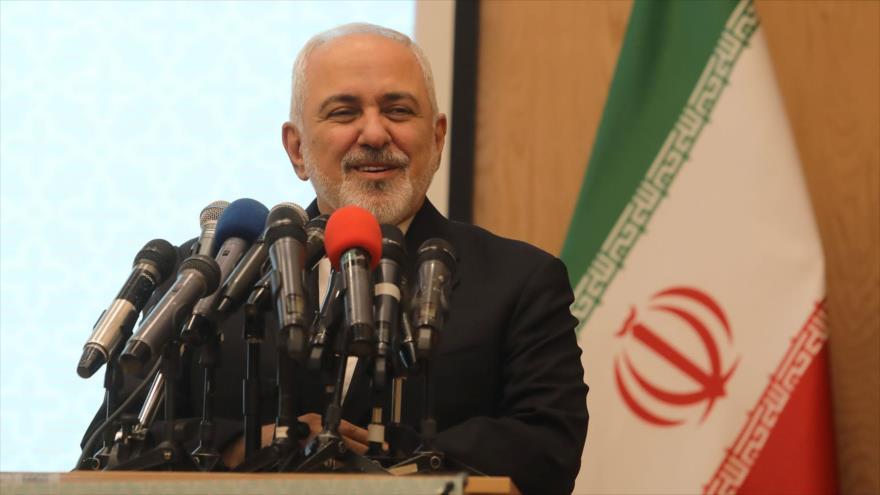 """El canciller de Irán, Mohamad Yavad Zarif, habla en la conferencia """"Hakim, Eje de Unidad"""", en Teherán, 9 de marzo de 2019. (Foto: mfa.ir)"""