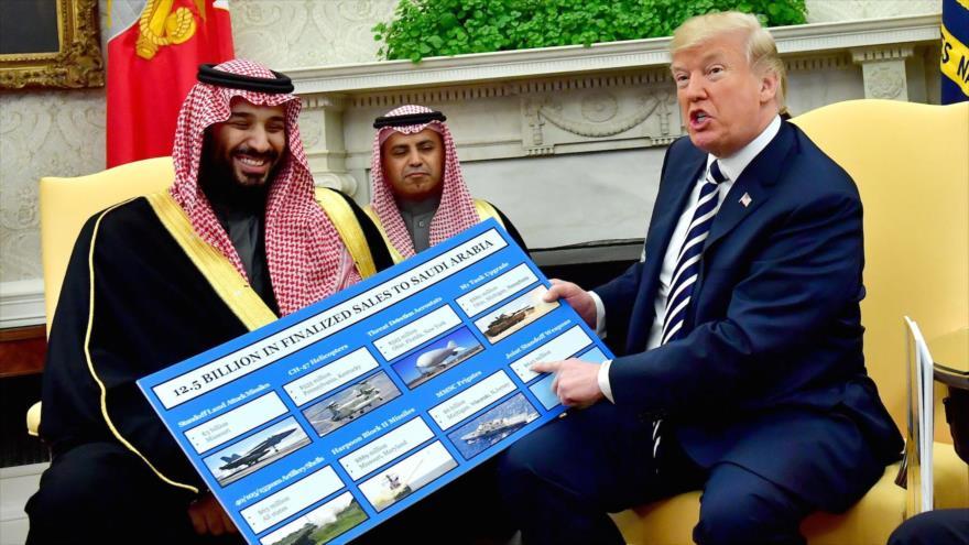 El presidente de EE.UU., Donald Trump, se jacta de sus ventas de armas a Riad ante el príncipe Muhamad bin Salman, 20 de marzo de 2018. (Foto: Getty)