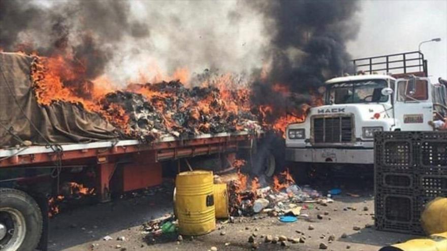 Camión de ayuda humanitaria de EE.UU. quemado en la frontera colombo-venezolana, 23 de febrero de 2019.