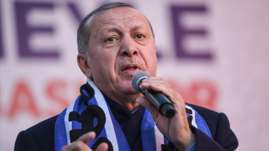 El presidente turco, Recep Tayyip Erdogan, ofrece un discurso en Estambul, 5 de marzo de 2019. (Foto: AFP)
