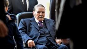 Buteflika deja la reelección y aplaza las elecciones en Argelia