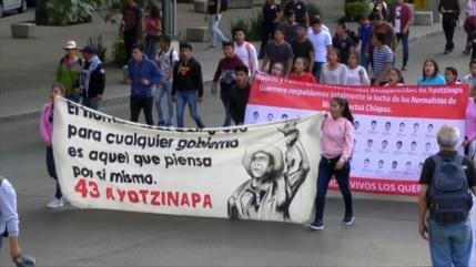 México reabrirá investigación de los 43 estudiantes de Ayotzinapa