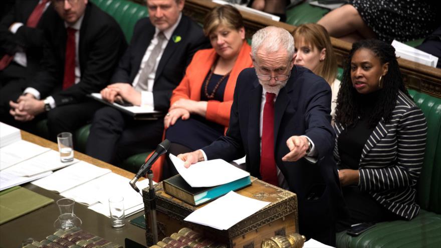 El líder del Partido Laborista (PL) británico, Jeremy Corbyn, ofrece un discurso en el Parlamento, 12 de marzo de 2019. (Foto: AFP)