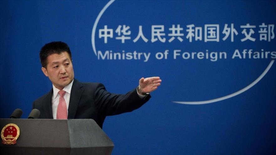 El portavoz del Ministerio de Relaciones Exteriores de China, Lu Kang, durante una conferencia de prensa en Pekín.