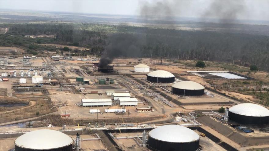 Una explosión en un tanque de la estatal Petróleos de Venezuela (PDVSA), 13 de marzo de 2019.