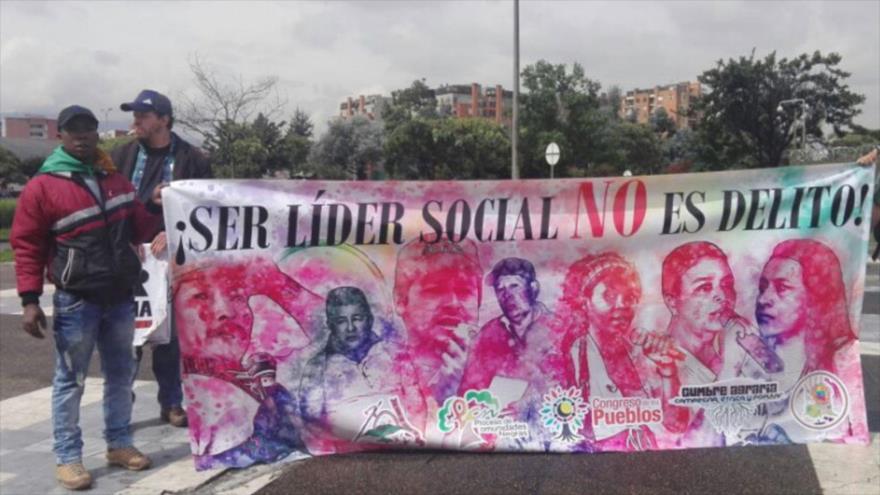 Activistas colombianos protestan contra el asesinato de líderes sociales.