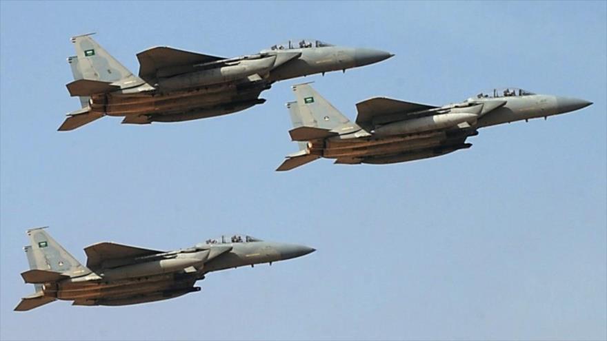 Cazas saudíes salen a una misión en Yemen.