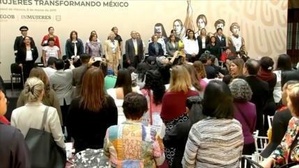 AMLO propone consulta sobre derechos de las mujeres mexicanas