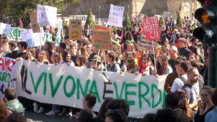 Se manifiestan contra el cambio climático en Italia