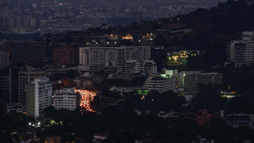 Un vista de la ciudad de Caracas (capital de Venezuela) durante un apagón parcial, 9 de marzo de 2019. (Foto: AFP)