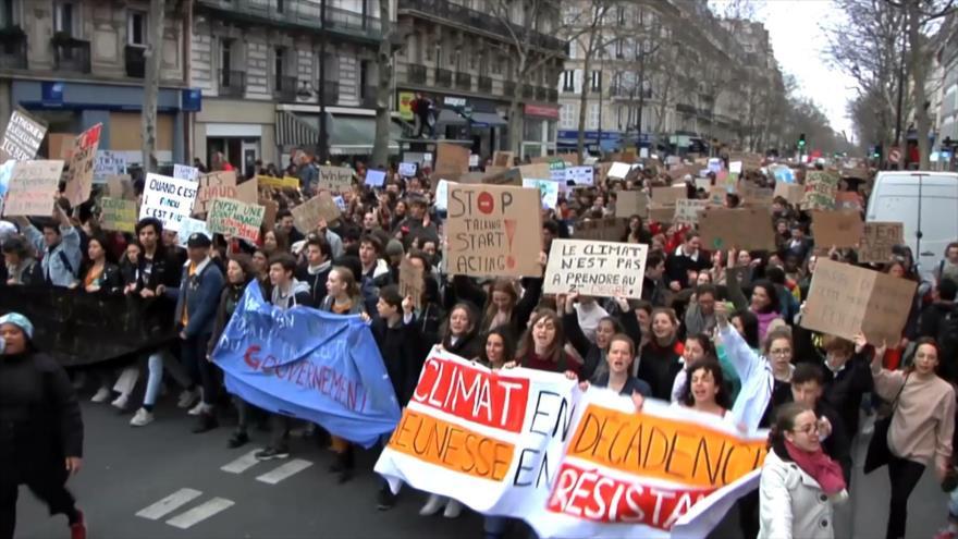 Estudiantes franceses se manifiestan por el clima