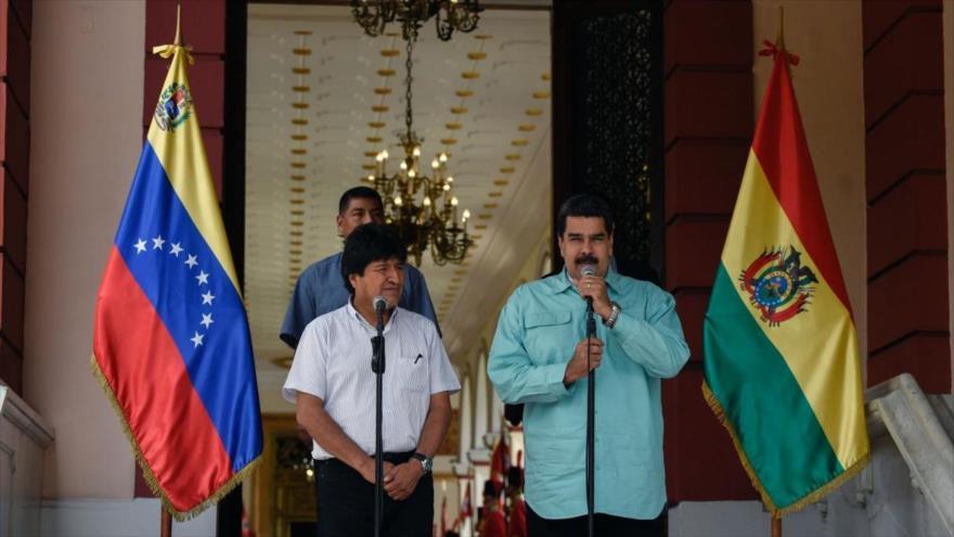El presidente venezolano, Nicolás Maduro (dcha.), y su par boliviano, Evo Morales, Caracas, 15 de abril de 2018. (Foto: AFP)