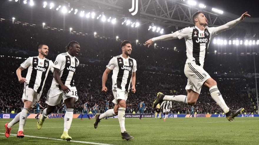 Cristiano Ronaldo celebra su gol con sus compañeros durante el partido de fútbol entre la Juventus y Atlético Madrid, 12 de marzo de 2019. (Foto: AFP)