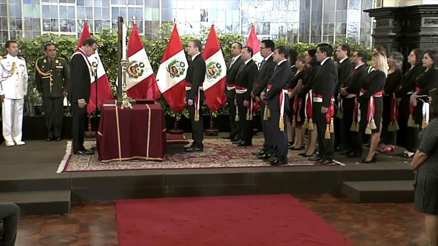 Gobierno peruano busca frenar caída con Salvador del Solar