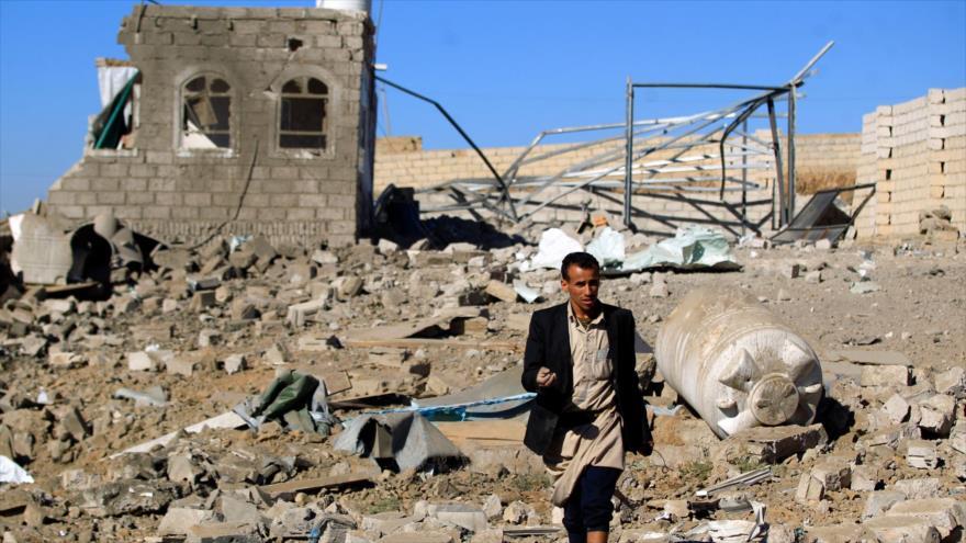 Un edificio destruido por los ataques aéreos liderados por Arabia Saudí en la capital de Yemen, Saná, 1 de febrero de 2019. (Foto: AFP)