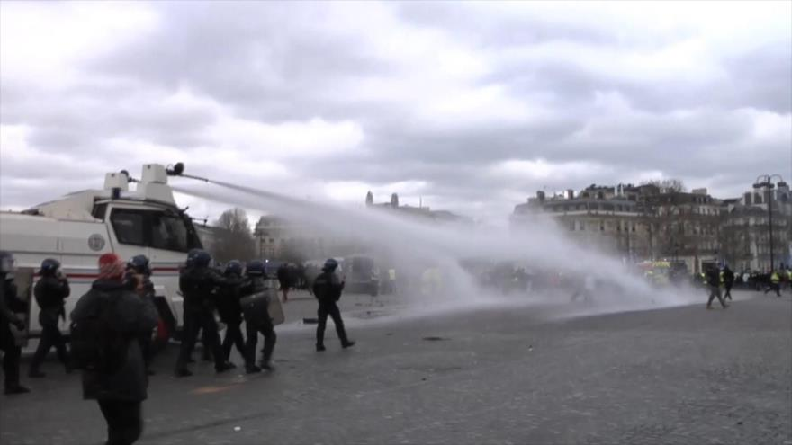 Cientos detenidos en nueva marcha de chalecos amarillos en Francia