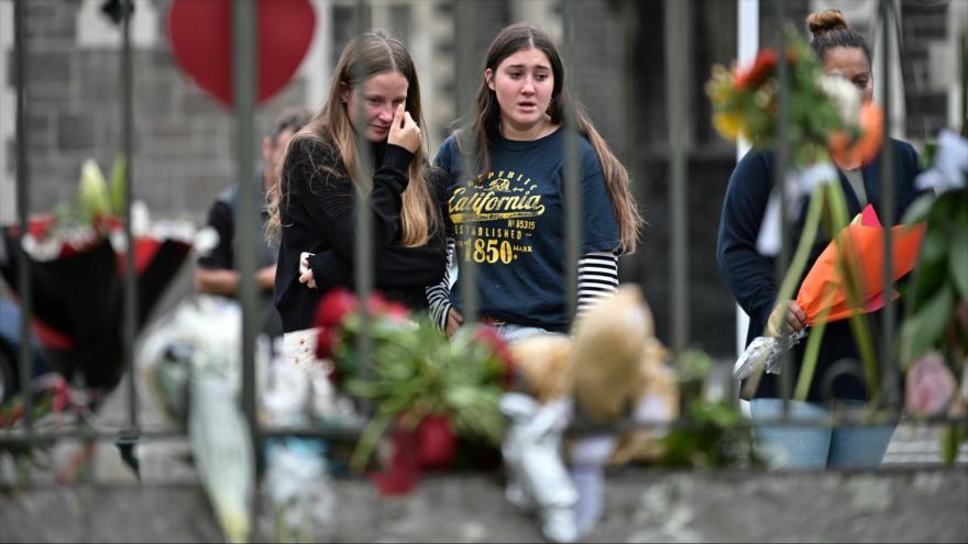 Los residentes colocan flores para rememorar a las víctimas de los ataques a las mezquitas en Christchurch, Nueva Zelanda, 16 de marzo de 2019. (Foto: AFP)