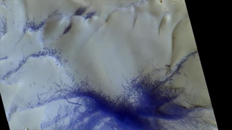 Imagen tomada por la sonda TGO de ESA y Roscosmos muestra sendero de tornados sobre Marte, 14 de marzo de 2019. (Foto: ESA)