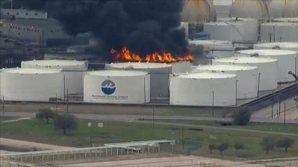 EEUU emite alerta en Texas por incendio en planta petroquímica