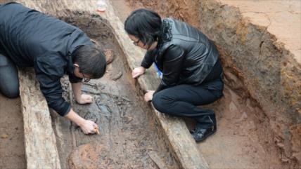 Hallan en China un antiguo ataúd de laca que parece recién pintado
