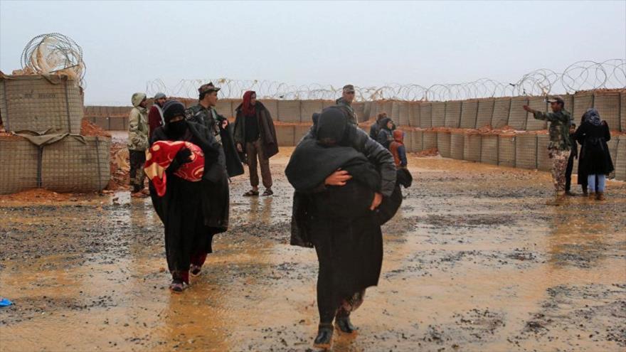 Refugiados sirios en el campo de Al-Rukban, controlado por fuerzas afines a EE.UU.