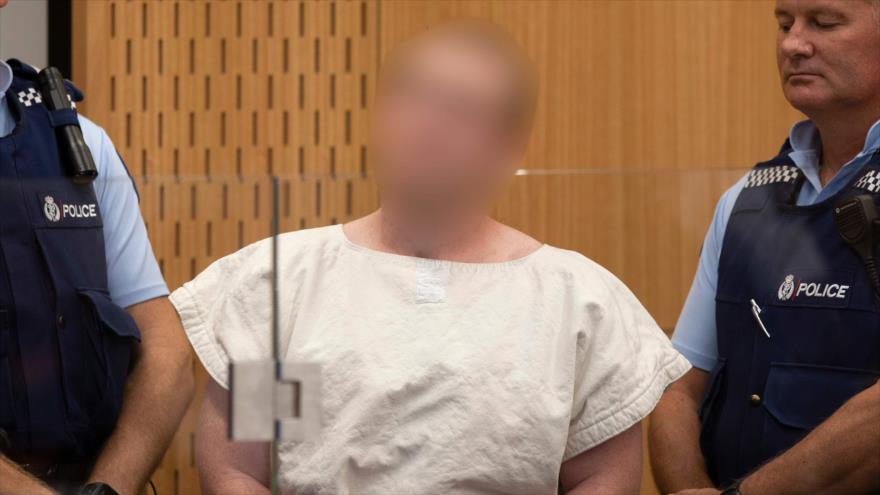 Brenton Tarrant, uno de los participantes en la masacre en Nueva Zelanda (Centro), comparece ante la corte, 16 de marzo de 2019. (Foto: AFP)