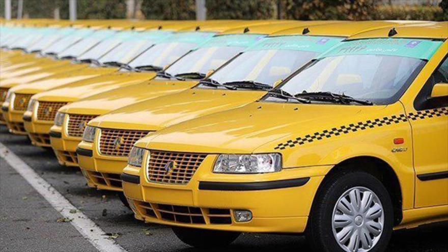 Coches modelo Samand de la compañía automotriz Iran Khodro, (IKCO, por sus siglas en inglés).